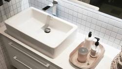 En kakelplatta eller ett helt badrum – monterat   klart. Det kallar vi  fullservice. Vi gör jobbet hemma hos dig!... En kakelplatta eller ett helt  badrum ... a409b714b0e03